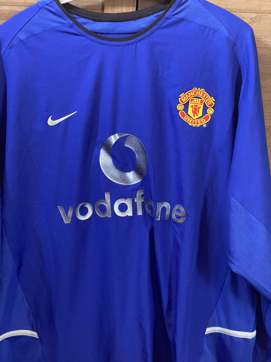 SHIRT GIVEAWAY😍  It's a cracker for any @ManUtd fans, match worn champions league shirt against Olympiacos from 2002-03 season. Came on for Becks 2-0 up and coasting 10 mins later was 2-2😬luckily Scholesy got us out the💩 Retweet,follow and follow @FballFunFactory! https://t.co/X5uJdArLdT