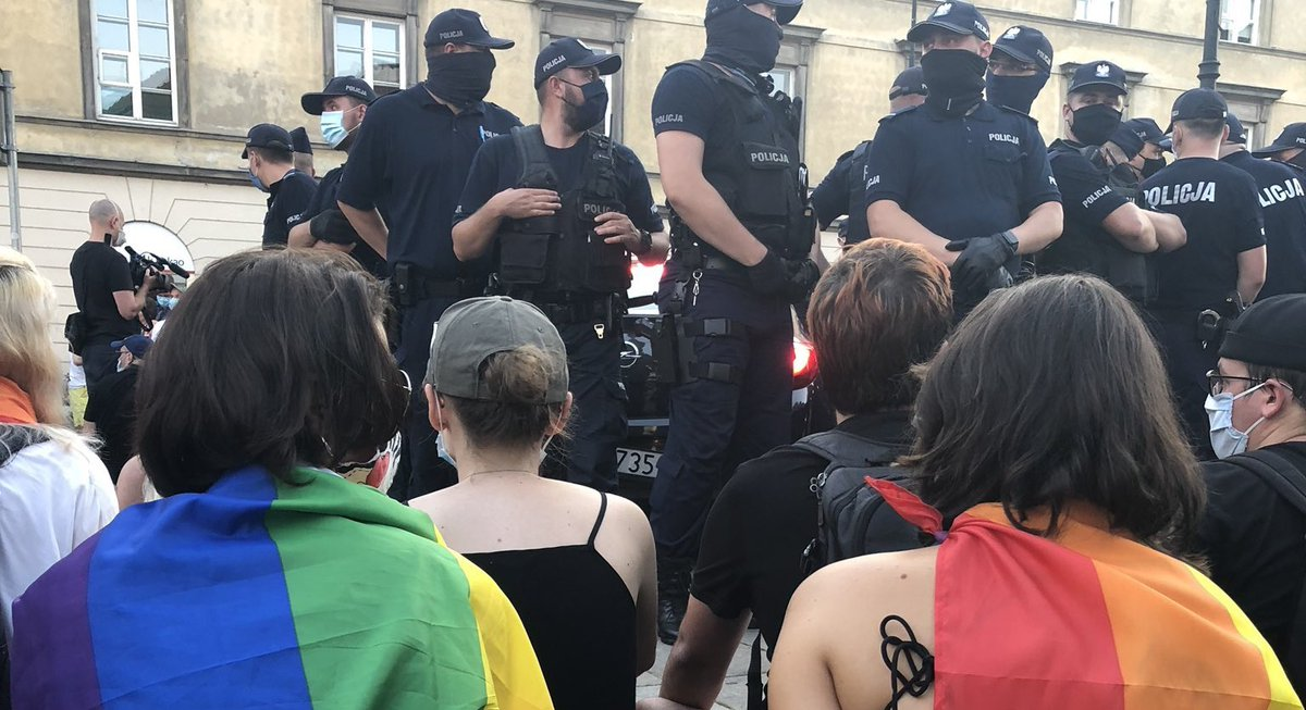 Polish police arrest 48 as thousands take to streets to protest arrest of LGBTQ activist:  https://t.co/MEGq7sB1vi https://t.co/fz78iGgFvs