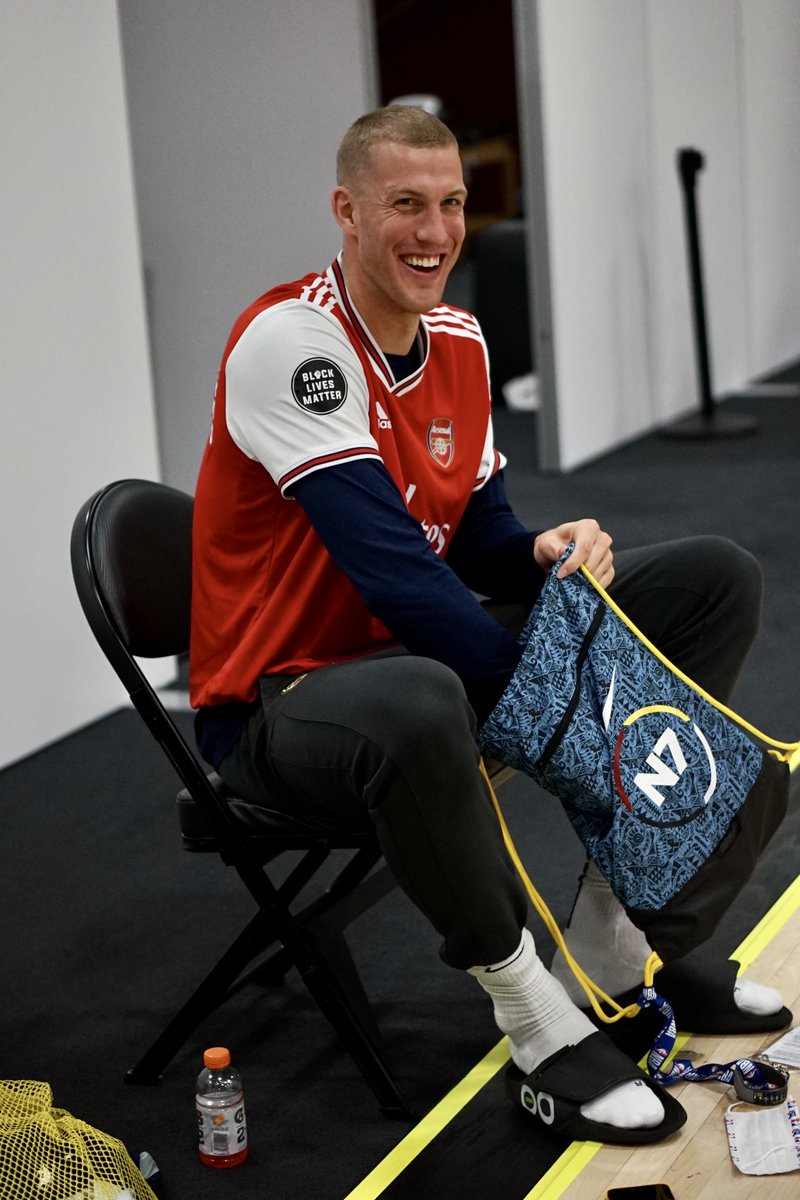 Thanks for the gift, Gunners!   Congrats on winning the FA Cup!   #COYG x #MileHighBasketball https://t.co/bRue84zMna