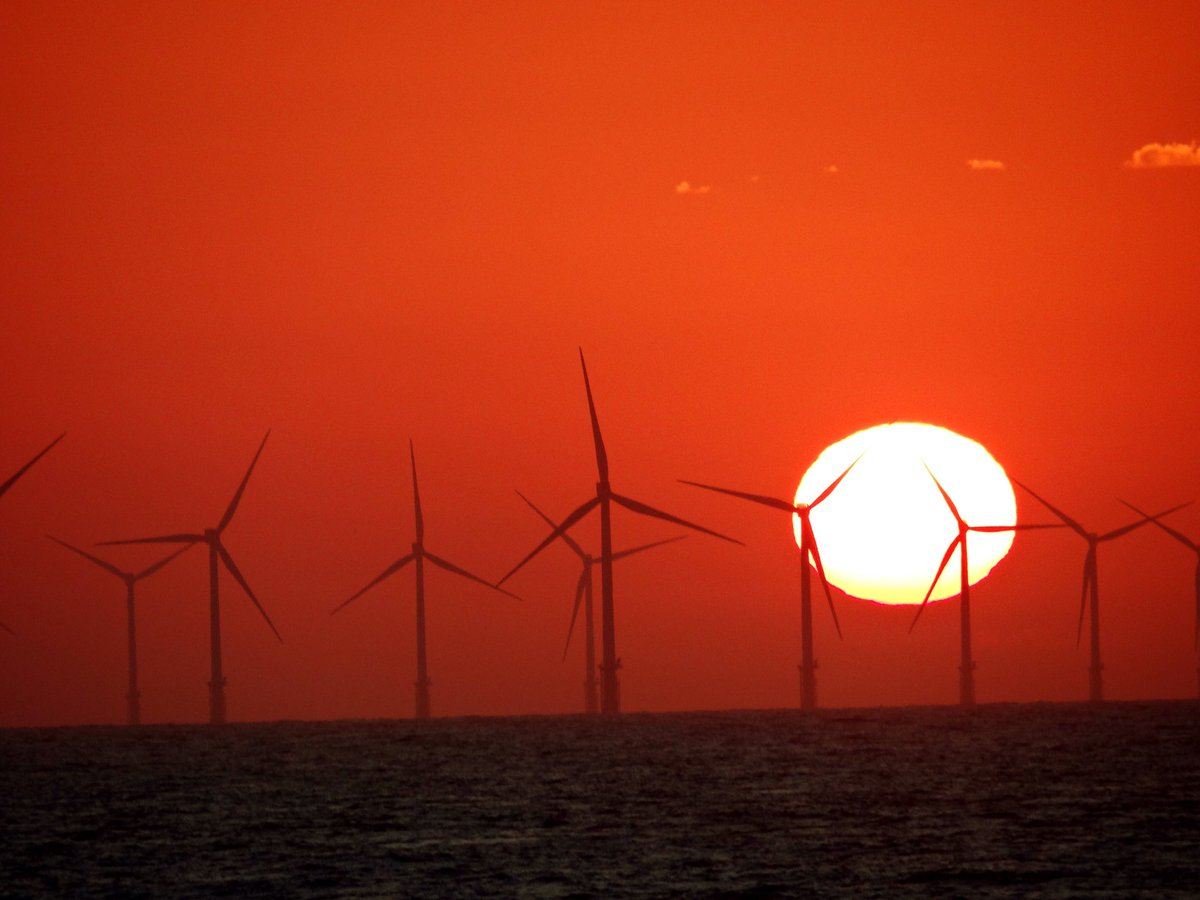 #WindTurbines off shore at #SpurnPoint took as the #sunrise this morning #Yorkshirepic.twitter.com/YenRHDUtMa