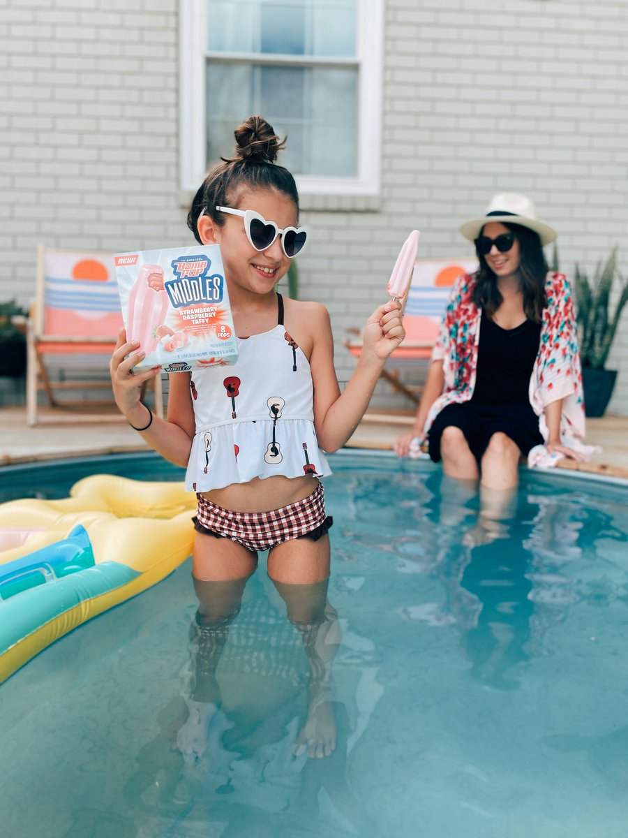 #Ad Just like moms, the new Bomb Pop Middles® are #NotOneThing! Ice creamy outside, gooey in the middle, @OriginalBombPop does a stellar mashup of our familiar favorites to create the tastiest frozen treats! Now available at @Walmart! https://t.co/5VZyWYe24D https://t.co/zXnc8POoz7