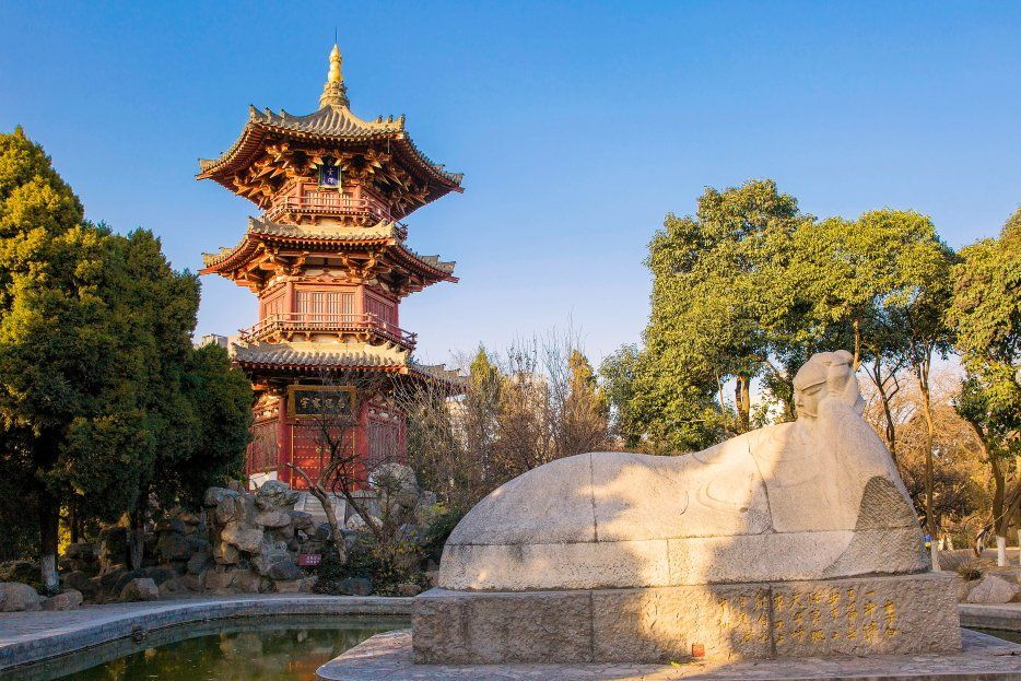 The Xingqing Park is located in the Beilin District of Xian, Shaanxi Province of China. It was built in 1958 on the site of Xingqing Palace which was the political center during reign of Emperor Xuanzong (712 - 756) in the Tang Dynasty(618 - 907).