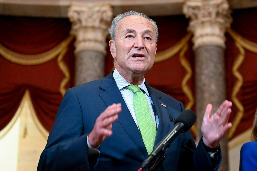 Schumer says Democrats ready for coronavirus aid talks, if Republicans move https://t.co/DPrbgPhdhc https://t.co/g5ArxS8Yeq