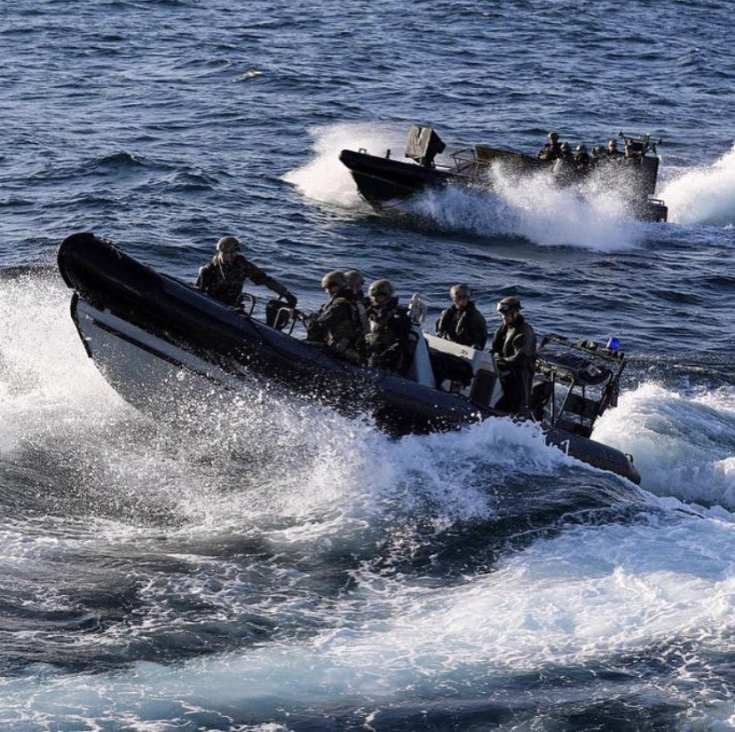 📷 here conducting boarding exercises @RoyalMarines of @47CdoRM & @42_commando work together as experts in maritime operations and are deployed around the world on @RoyalNavy Warships 🗡