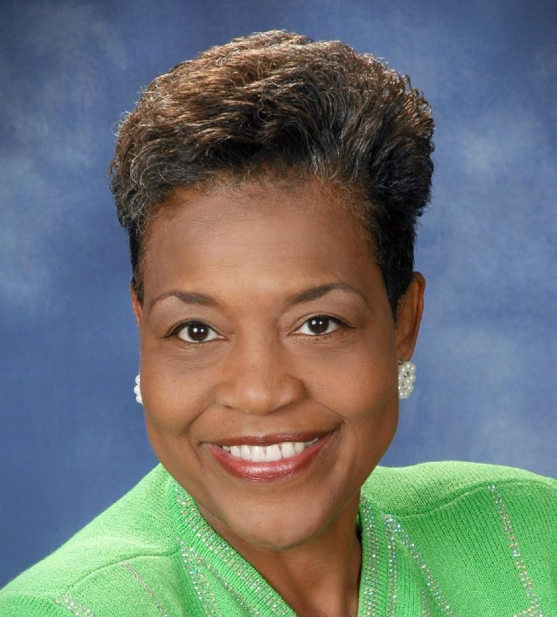 Please join the ladies of Alpha Kappa Alpha Sorority, Inc. (R) Epsilon Gamma Omega Chapter in wishing the 24th South Eastern Regional Director, Mrs. Adrienne Pope-Kelly Washington, a very happy birthday today. https://t.co/OnjUpgf5nR