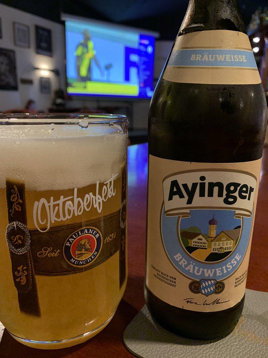 In attesa di #interbayerleverkusen testiamo la Ayinger Braiweisse qui al solito posto @publembondel #slurp #slurpee #instadrink #drinkdrankdrunk #beerme #drinking #drinkin #beerporn #beer #drinkporn #drinkup #drink #drinklocal #emarginalastemio #ayngerbeer #aynger #brauweissepic.twitter.com/JDuLi9NElZ