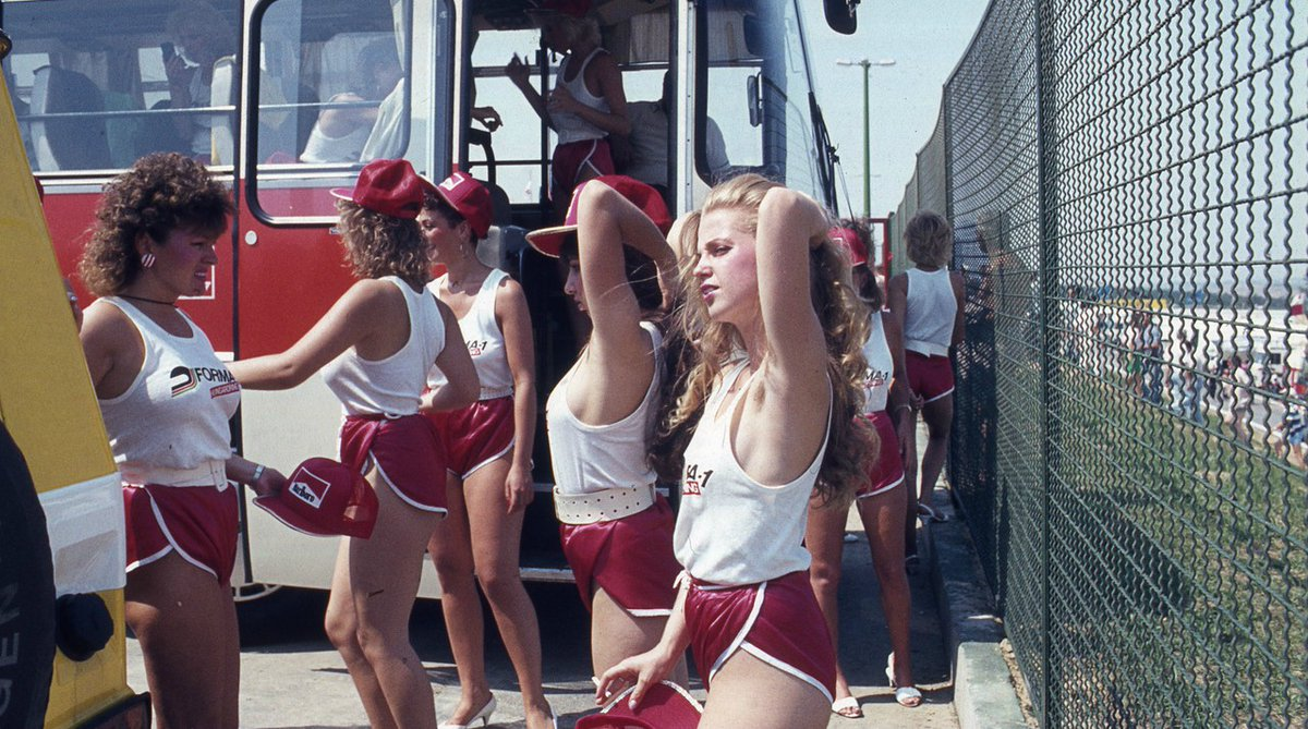 Veeery retro: 80's style grid girls arriving to the @HungaroringF1 before the 1st #HungarianGP on this day, 10th August, 1986. #onthisday #TBT #F1Retro #34yearsago @LegendarysF1 @1980sF1 https://t.co/PQdiYfBC0f