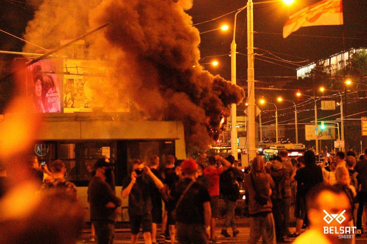 санкт-петербурге картинки между двумя огнями соцсети могли