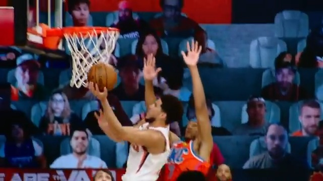 D-Book (23 PTS) takes it strong with the left in #PhantomCam!  @okcthunder 66 @Suns 76   📱💻: https://t.co/8YThu0rvDz https://t.co/EYchMIoqzB