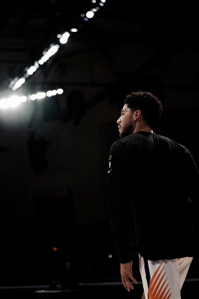 8. Grizzlies 33-38 ——— 9. Blazers 33-39 10. Suns 32-39 11. Spurs 31-38  Próximos partidos:  Grizzlies vs Celtics y Bucks Blazers vs Mavs y Nets  Suns vs Sixers y Mavs Spurs vs Rockets y Jazz  Si Suns ganan todo y Grizzlies pierden todo, Blazers y Suns juegan play-in. https://t.co/B0mSRsz1ot