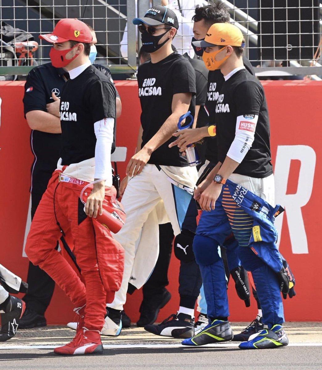 📸 | Lando before the race yesterday!   (Via @f1sutton on Instagram) #L4NDO #LN4 #F1 #F170 🇬🇧 https://t.co/aqZryyDNxd
