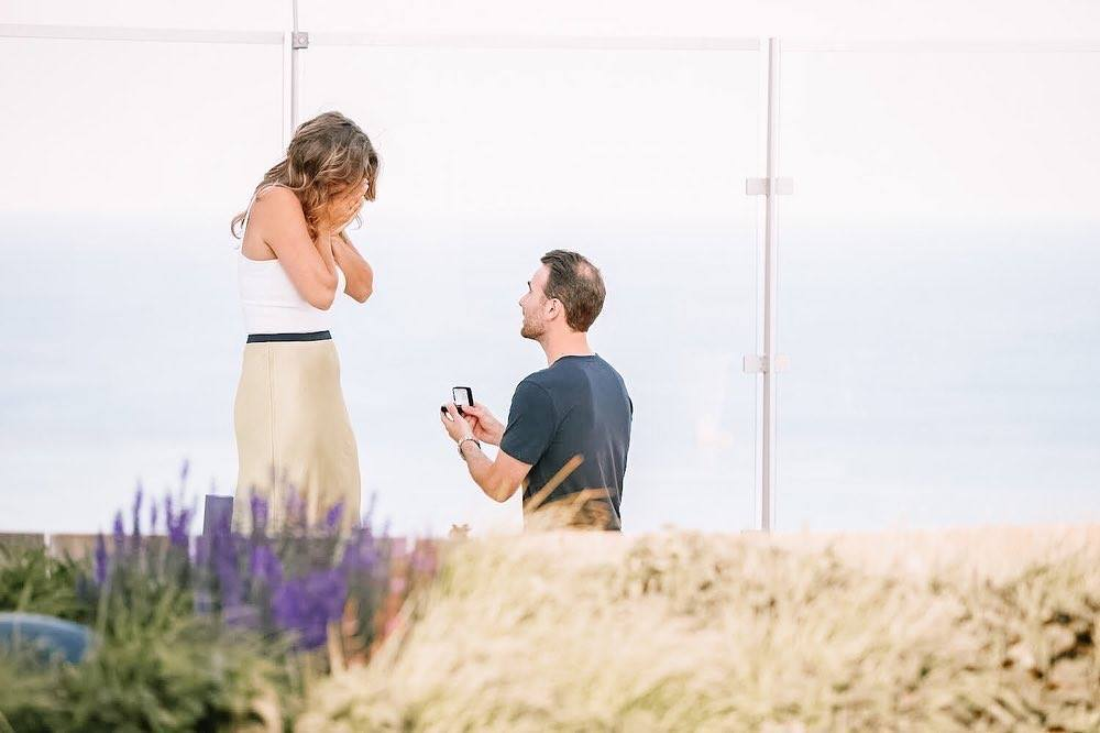 She said yes! @465NorthParkApt residents became #engaged on the sky deck, with the #Chicago skyline and Lake Michigan serving as the stunning backdrop. Congratulations to the happy couple! #shesaidyes pic.twitter.com/Z4PL2Ggh5B