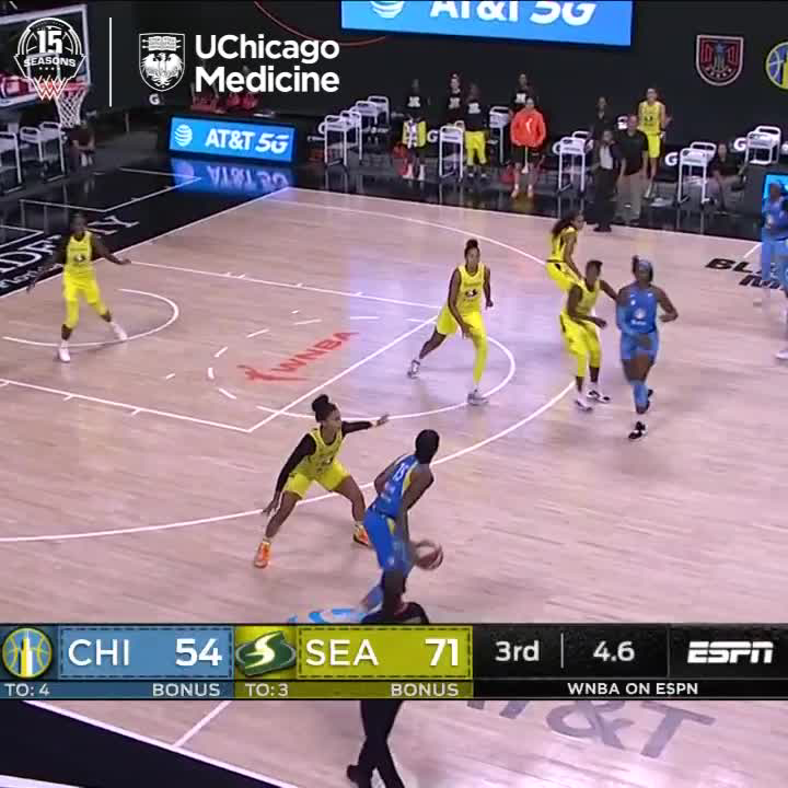 .@gabbywilliams15  with a strong drive to beat the buzzer. One more half to go. https://t.co/42ZvA2foY8