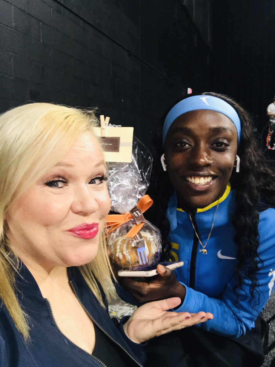 Nothing but love in the #wubble @kahleahcopper had a new career high after eating a confetti @nothingbundt cake. Thanks for sharing! Will give me some energy to cover your @chicagosky game at 9 pm❤️ https://t.co/nC6f59CVsv