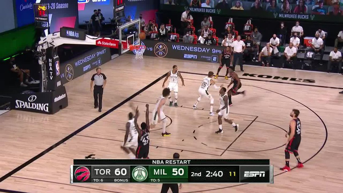 """""""[Korver's] been outstanding shooting the basketball for his LIFE. What do you mean tonight?""""  @MarkJackson13's commentary never disappoints 😂 https://t.co/xT8v2wXP56"""