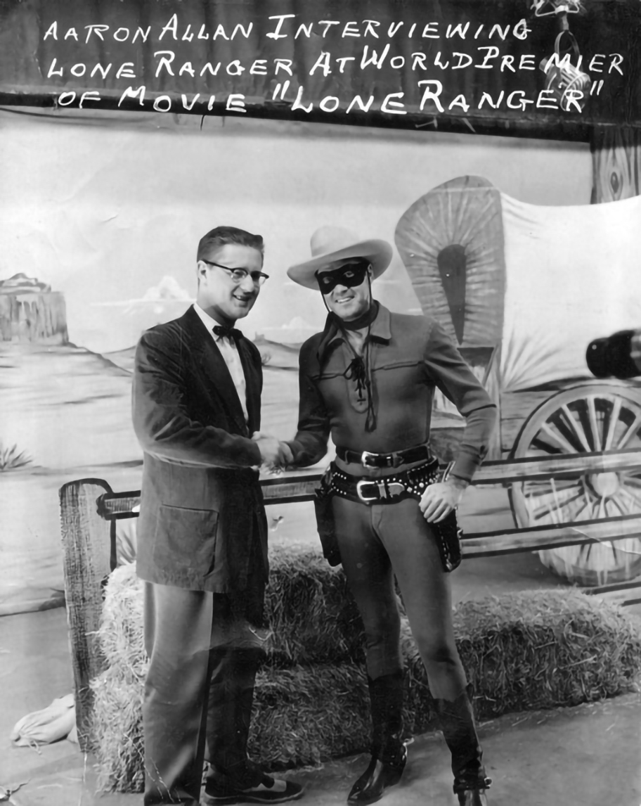 Clayton Moore aka The Lone Ranger in San Antonio, 1955.  This glorious photo courtesy the Texas State Historical Association, which is always working hard to save your Texas history!  @TxStHistAssoc https://t.co/syo3MqWVZB