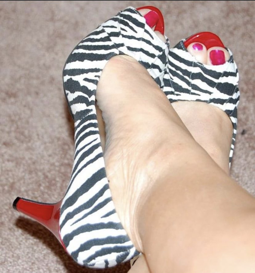 Shoe of the day. Monday's been a wild one. #shoelover #shoesaddict #Shoespic.twitter.com/AZWmaJ02A0