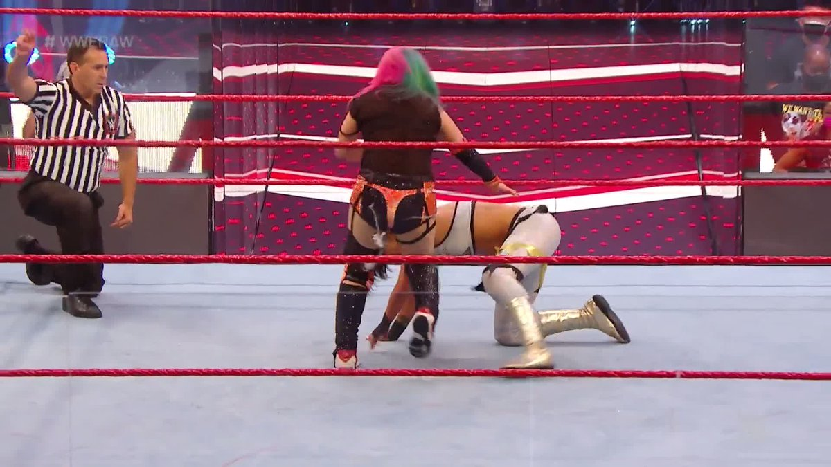 @wweespanol's photo on #WWERaw