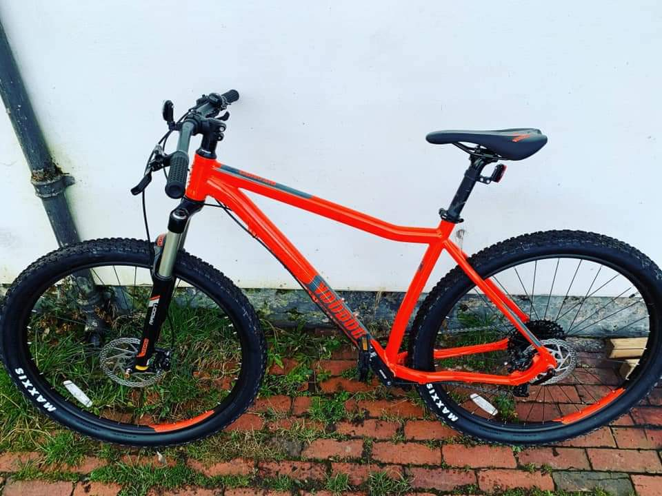 !!!! STOLEN !!!!  From Countrywide Cruisers, Wharf Ln in Brewood, on Shropshire Union. Was taken Saturday night/early hrs Sunday morning. It's a Voodoo Bizango bike. Owner is a firefighter and uses it to get to fire station in the village 😳 Any information pls call 101. https://t.co/Vo5B9v6rTK