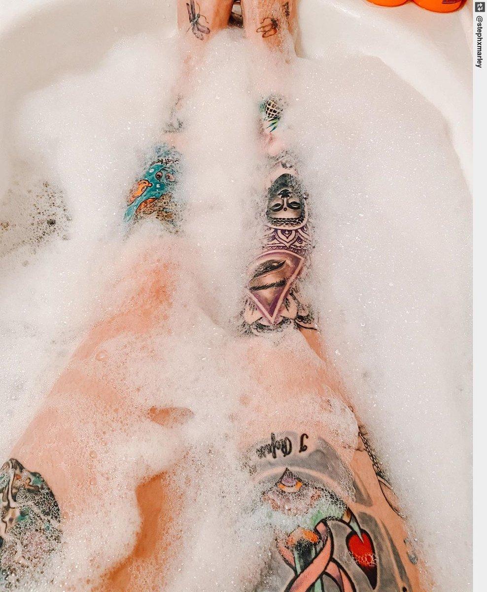 She's got legs, she knows how to use them. #tattoogirl #tattoo #inked #tattooart #tattoospic.twitter.com/eGhHJ0dU43