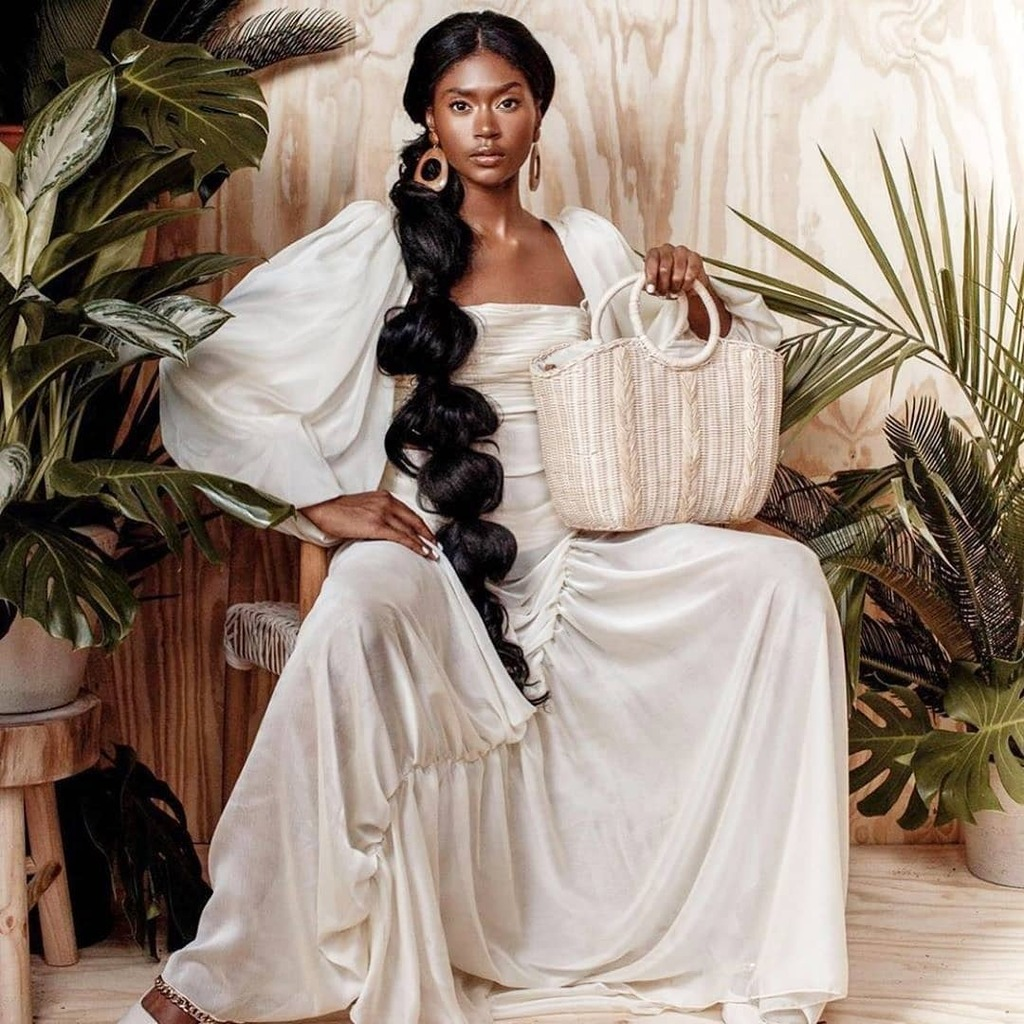 Queenly Status . . . #dailyfashionotes #blackbeauty #photooftheday #popular #fashionotes #editorialbeauty #mondaymotivation #style #fashion #photography #sustainablelivingpic.twitter.com/xJArrgXyUE