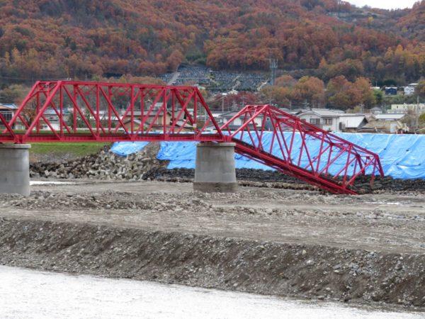 test ツイッターメディア - 【#上田電鉄別所線 千曲川橋梁の赤いリベット】 昨年の令和元年東日本台風(台風第19号)で被災し、取り外された橋梁に96年間使われていたリベット。 こんな小さなリベットが鉄橋と通過する車両と乗客を支えてくれていたんですね⇒https://t.co/jz13ZzcIl0 https://t.co/rO9pi0ALf7