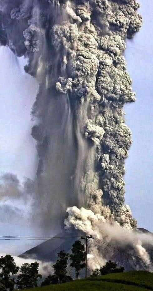 Tahu tak korang, indonesia ni antara negara yang mempunyai banyak gunung2 berapi yang dah mati tapi mulai kembali aktif semula. Jika ia meletus maka kiamat kecil dunia akan berlaku..Thread...