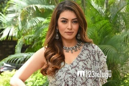 Hansika receives a unique birthday gift from her family https://bit.ly/2DPNdxJ pic.twitter.com/q462KVJj5V