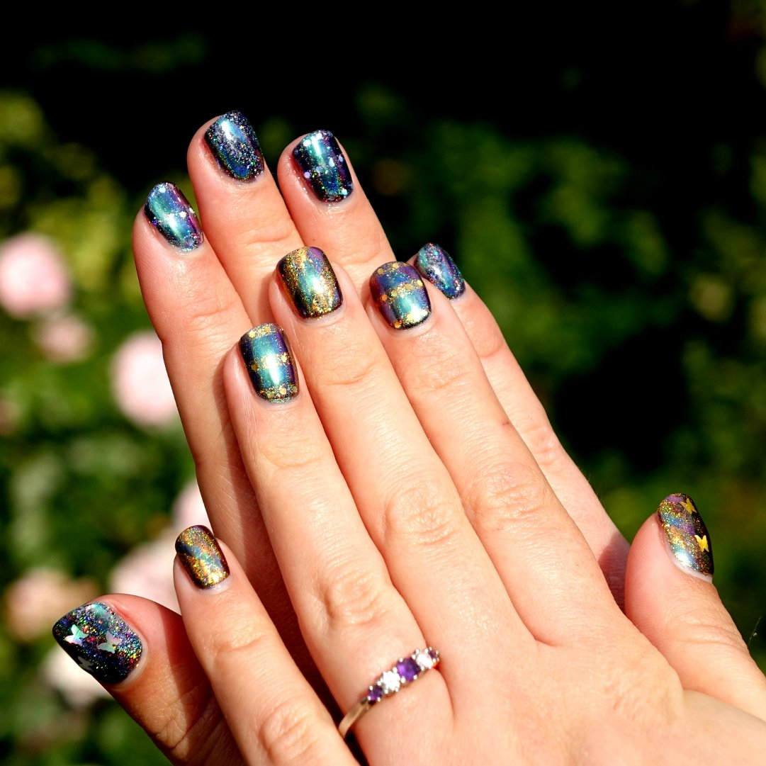 Hey, did you know that one of my #hobbies is #nailart? Well, it is! These were my nails 27th June :)pic.twitter.com/Z9oi4elBQT