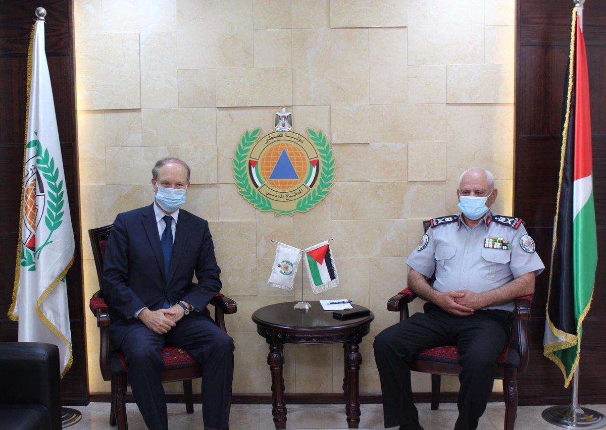Le Consul général @troccazrene a remis aujourd'hui à la défense civile palestinienne des matériels de lutte contre la #Covid-19, grâce à un financement de @CoopSecuDefense https://t.co/8q3bUnWfCU