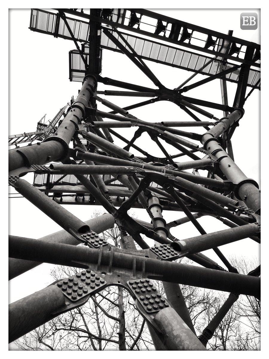 """Reinforcements"" https://is.gd/uM03wq #TheDailyMobile #photography #BlackAndWhite #CableCar #Gondola #Koblenz #LookUp #Pylon #Reinforced #Superstructure #Towerpic.twitter.com/FHfRQMgi1L"