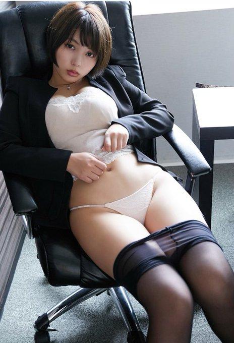 グラビアアイドル安位薫のTwitter自撮りエロ画像17