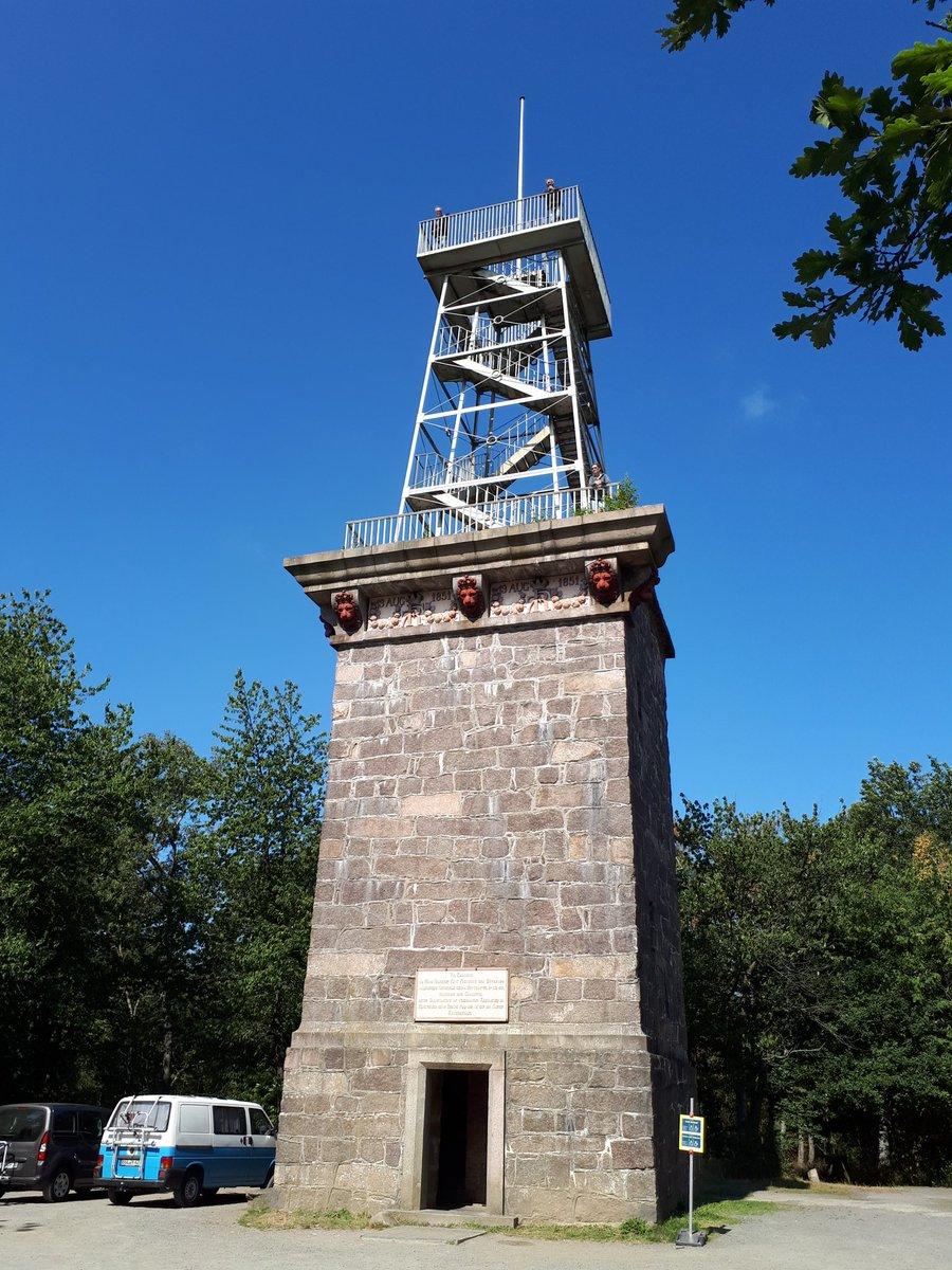 Fra tårnet ved Rytterknægten kan du se hele Bornholm, der er masser af plads, så husk at holde afstand. https://t.co/RNQUhLH7lD