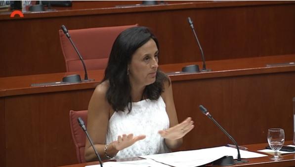 """""""El Govern ha demostrat deixadesa i manca de planificació amb les beques menjador"""".  @eniubo diu al Govern que """"assegurar el dret a l'alimentació era i és una necessitat real"""".  Més informació:http://www.socialistes.cat/ca/noticia/el-govern-ha-demostrat-deixadesa-i-manca-de-planificacio-amb-les-beques-menjador…  Intervenció completa:https://youtu.be/SU7JKZGtMhY  #SomPSCpic.twitter.com/BcHPO0CpEb"""