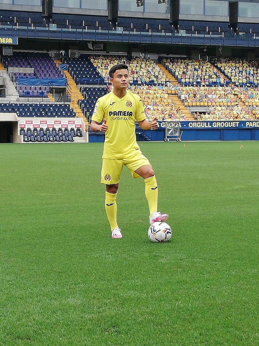 #LaLigaxESPN Takefusa Kubo, cuyo pase pertenece al Real Madrid, pisa por primera vez el césped del Estadio de la Cerámica vestido de amarillo. ¿Cómo crees que le irá en el Villarreal?