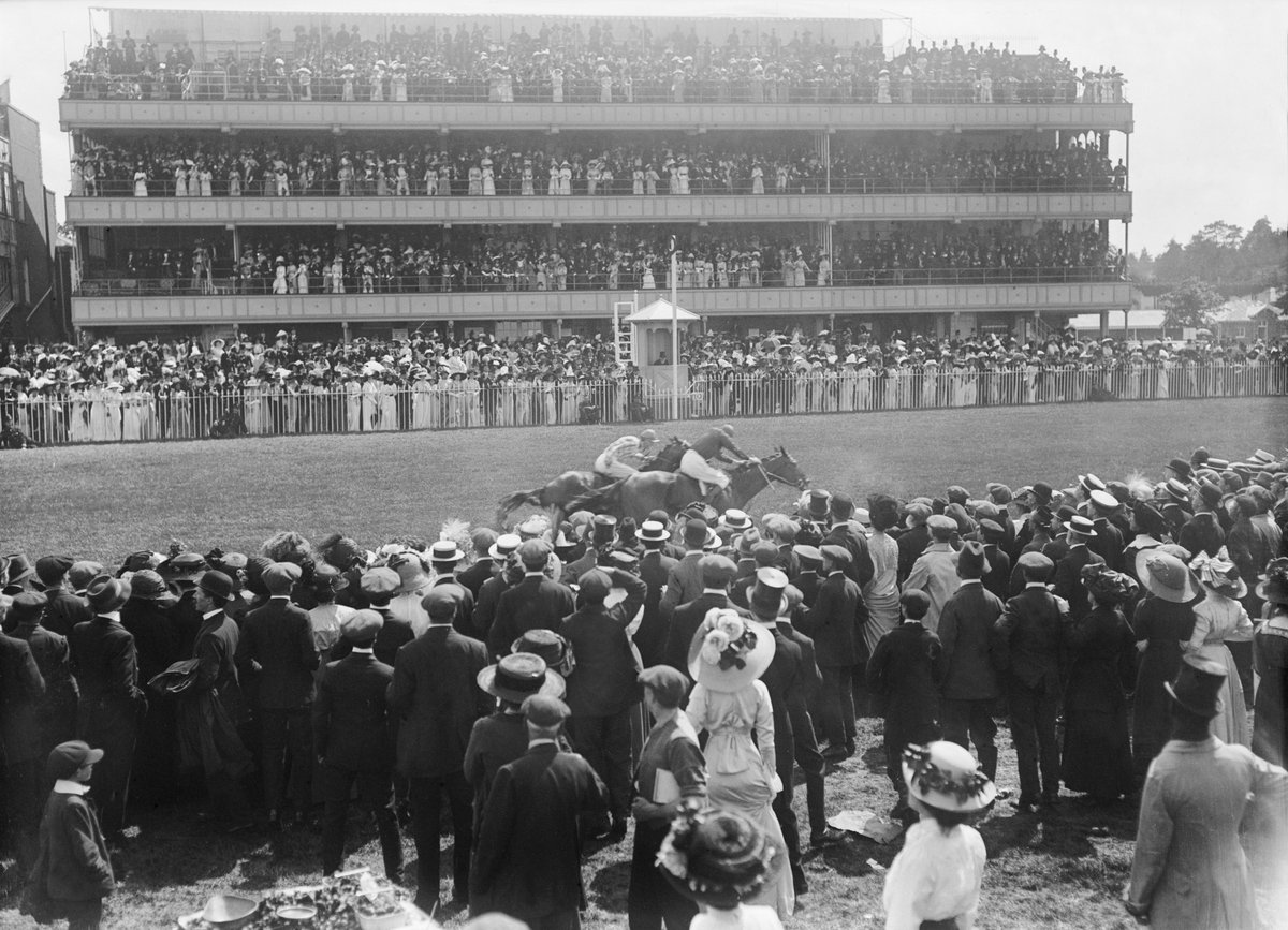 3️⃣0️⃣9️⃣ years. We're celebrating the anniversary of Ascot Racecourse!   Her Majesty's Plate was run on 11 August, 1711, and the rest is history…   What is your favourite memory of the track? https://t.co/t9KdHL40sZ