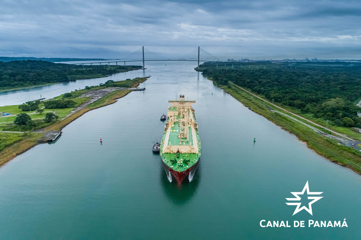 Just in time for its anniversary week, the #PanamaCanal welcomed the SK Resolute LNG vessel yesterday, marking the 10,000th transit through the #ExpandedCanal's Neopanamax locks. This was the SK Resolute LNG vessel's 13th transit through the Expanded Canal since 2018. https://twitter.com/canaldepanama/status/1292888929046331394…pic.twitter.com/JqY3GgLVsG