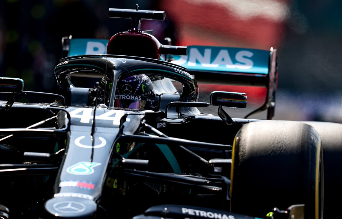 The red halo on this car would be EPIC !! Please treat us to it @MercedesAMGF1 !! #BestTeam #F1 #DrivenByEachOther #TeamLH https://t.co/Nxt2l1Jtt7