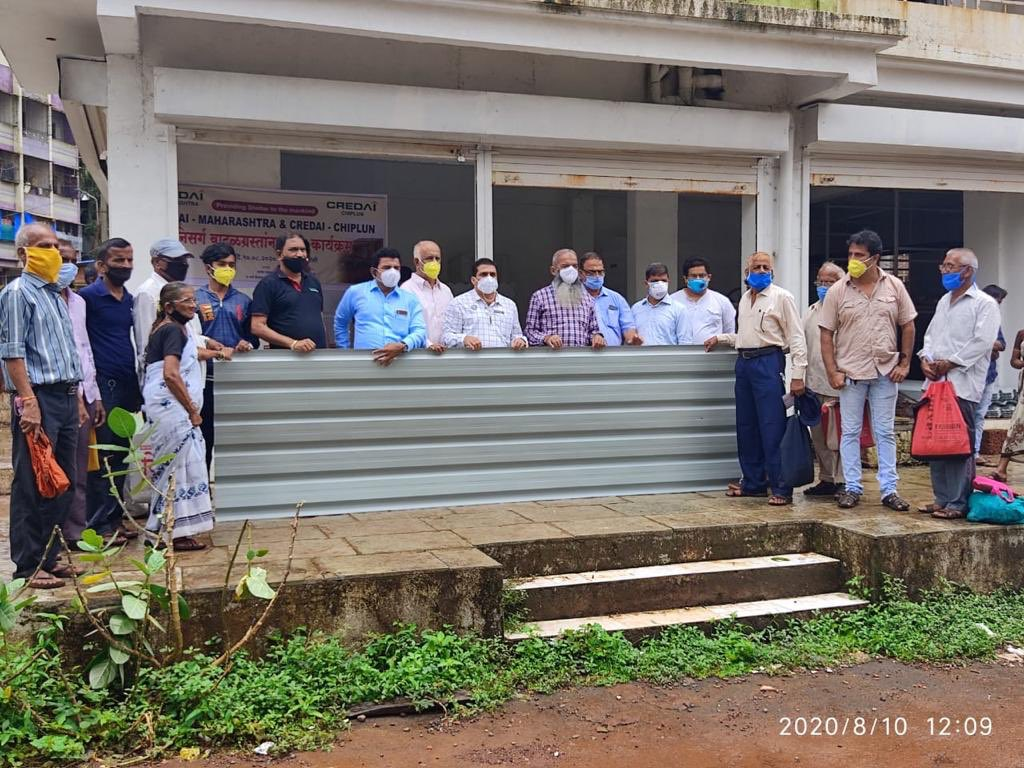 CREDAI-Chiplun under the leadership of @CREDAIMAHA distributed roofing sheets to #NisargaCyclone victims across 8 villages.   CREDAI is committed to provide aid & support to the victims of the cyclone.  #CREDAICares https://t.co/u1ugWfwRLY