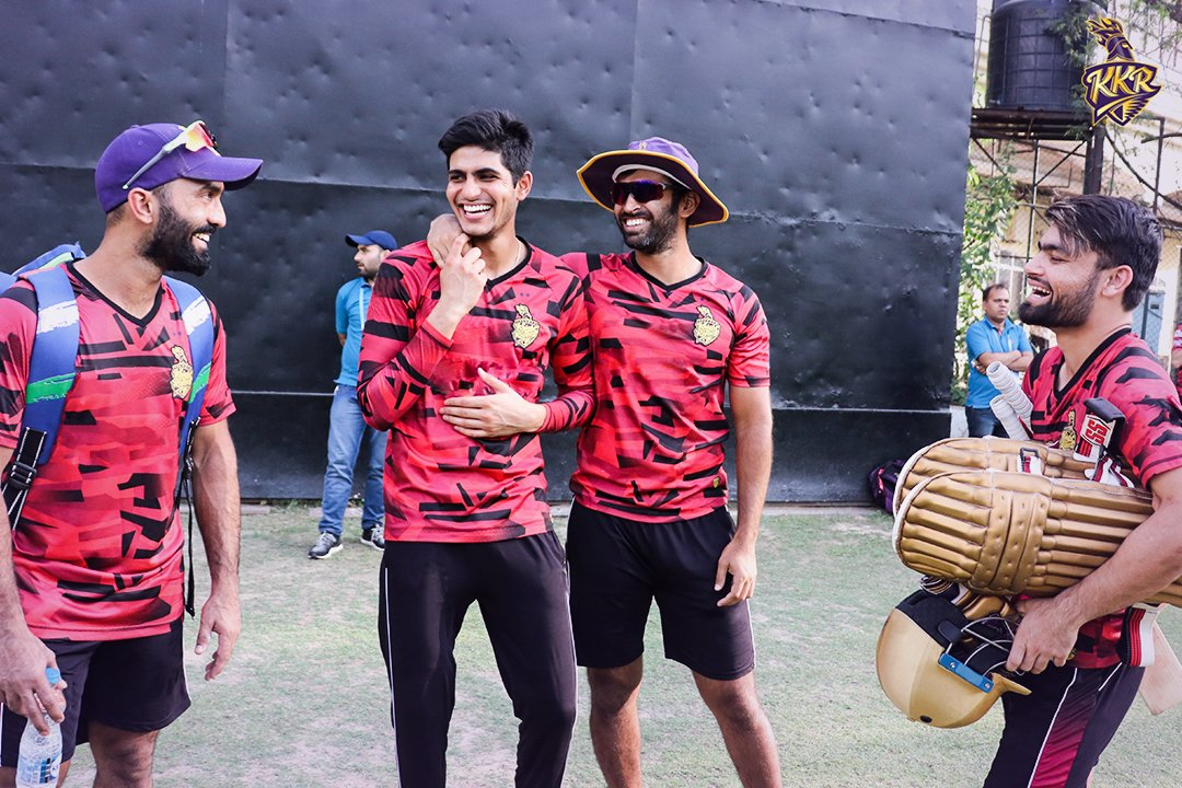Happy days call for happy faces! 📸 Every reason to smile now as #IPL is back! 💜  #CantWait 🔥  @DineshKarthik @RealShubmanGill @abhisheknayar1 @rinkusingh235 #KKR #KolkataKnightRiders #Cricket #IPL2020 #KorboLorboJeetbo