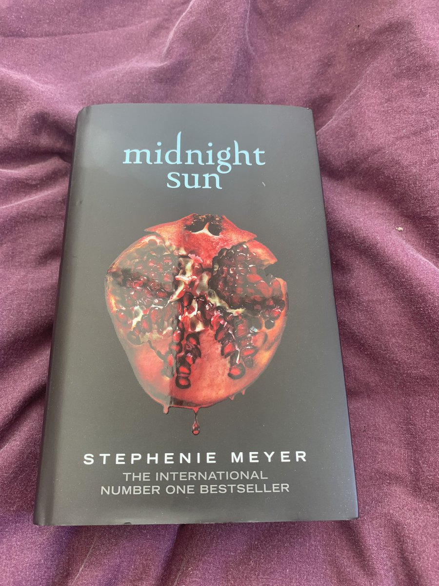 #MidnightSun just arrived. Can't wait to start reading it 🤓😝. #summerReading
