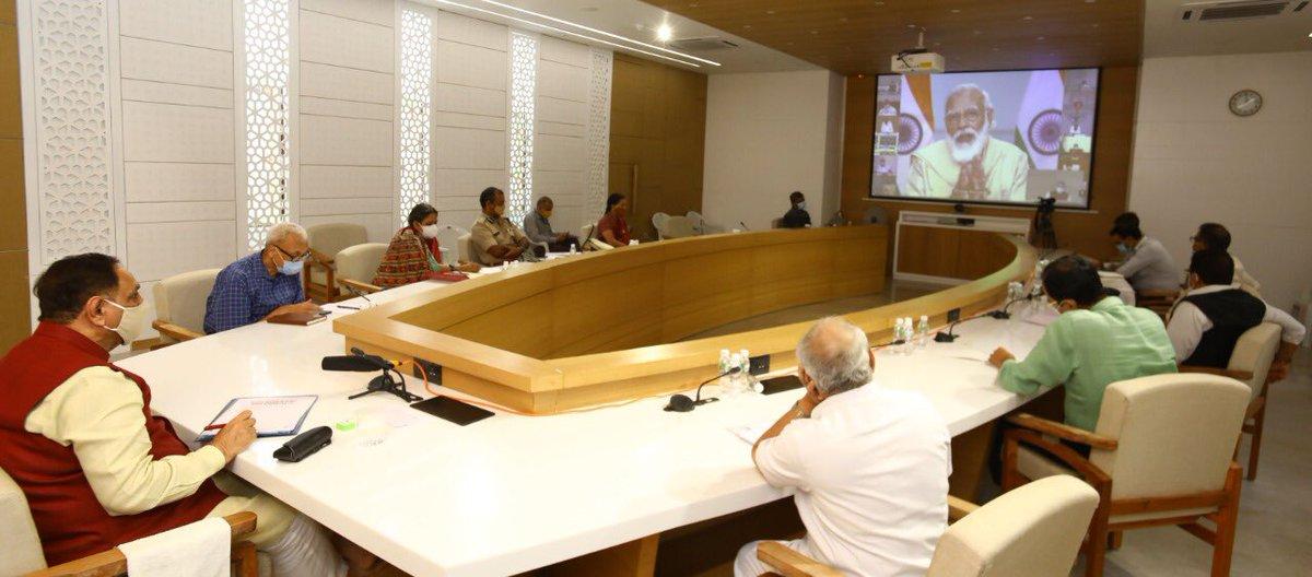 प्रधानमंत्री श्री @narendramodi जी की अध्यक्षता में आज हुई वीडियो कॉन्फ्रेंसिंग मीटिंग में भाग लिया। प्रधानमंत्री जी के सक्षम नेतृत्व में समूचा देश COVID 19 के विरुद्ध जंग लड़ रहा है। हमारी यह लड़ाई सही दिशा में आगे बढ़ रही है। https://t.co/JIFlKPDwfT