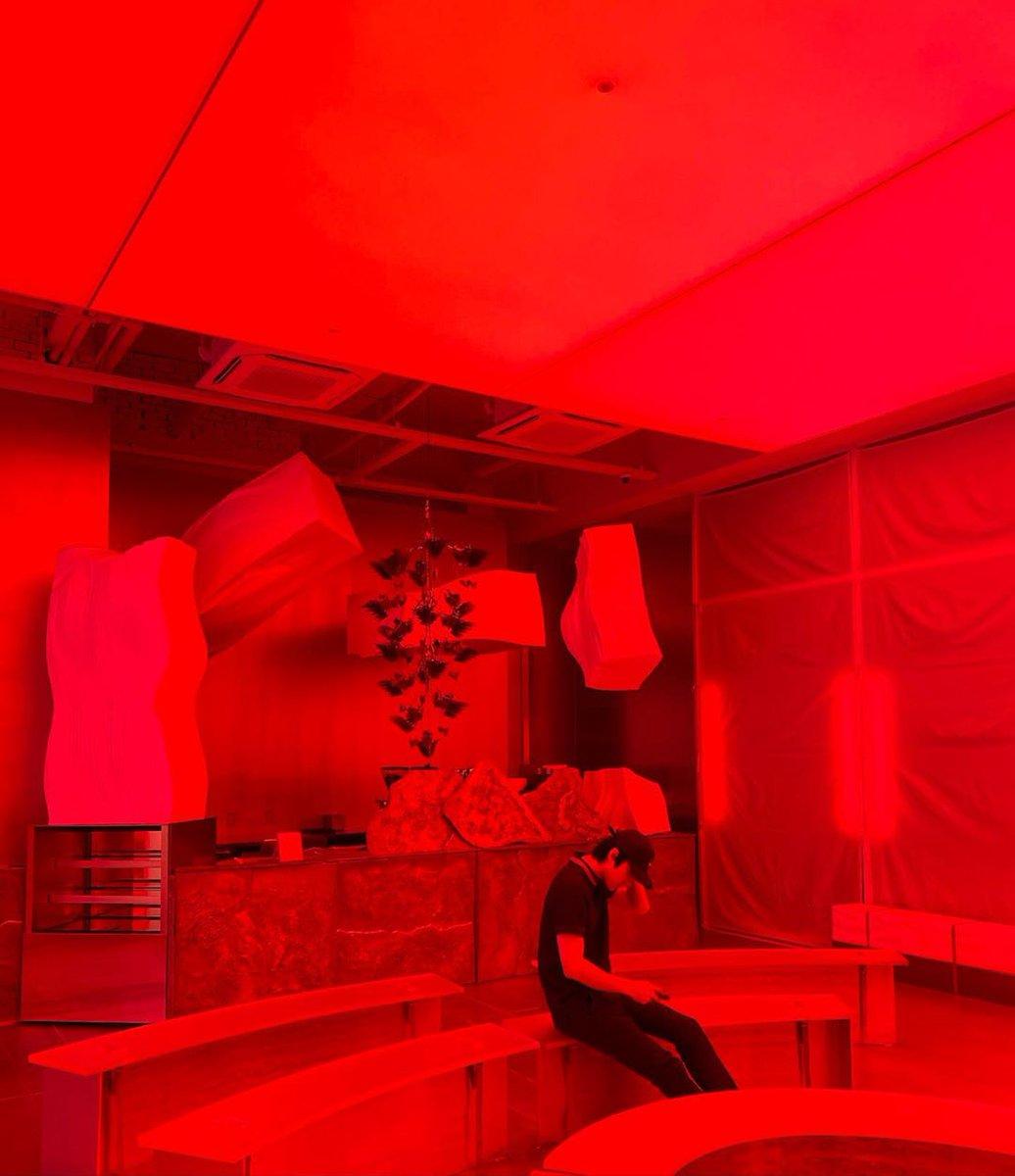 Oh Sehun kırmızılar içinde de mükemmel fotolar atıyor pic.twitter.com/qyHakYCSNX