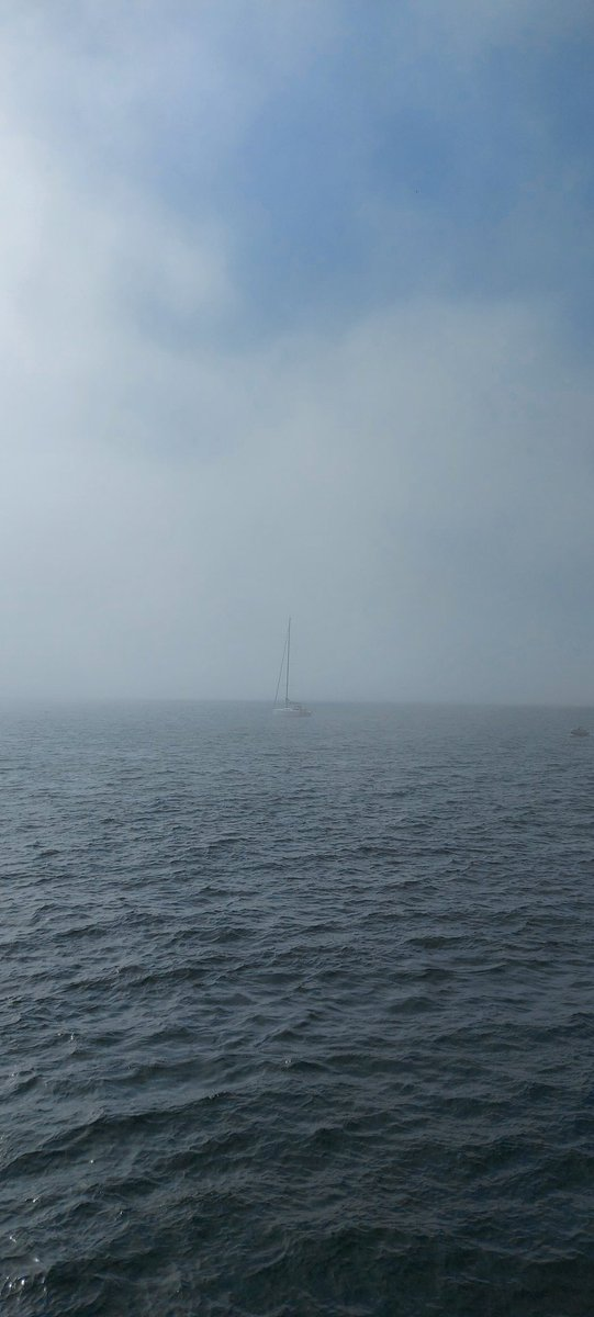 And the sea fog drifts into #Baltimore Harbour #WestCork https://t.co/WiC2FI286u