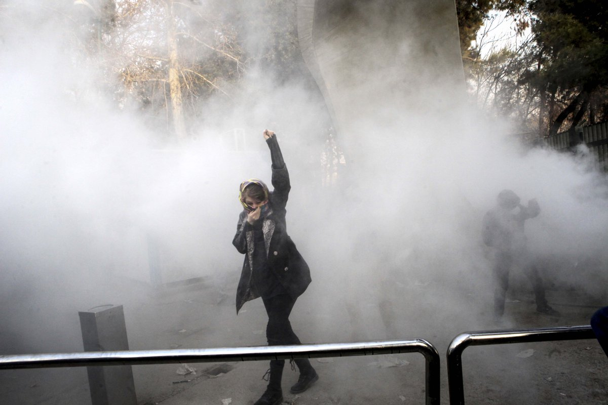 """""""Iranian authorities execute people without due process while failing to investigate serious allegations of authorities' excessive use of force against protestors."""" ~ @sepehrifar  Iran: Protester Accused of Killing Soldier Executed https://t.co/bYhkxikonm https://t.co/BMUxL87w1n"""