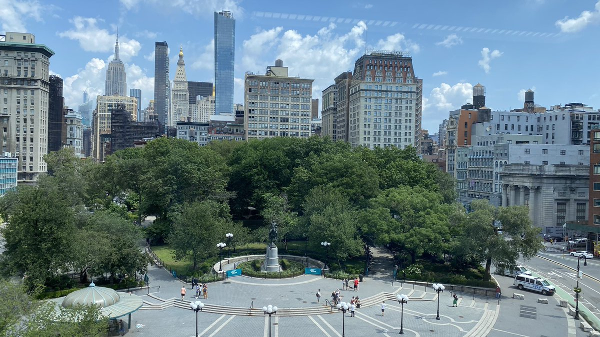 A very quiet Sunday in Union Square Park #nyc #newyorkcity #unionsquarepic.twitter.com/V9XzYAKNus