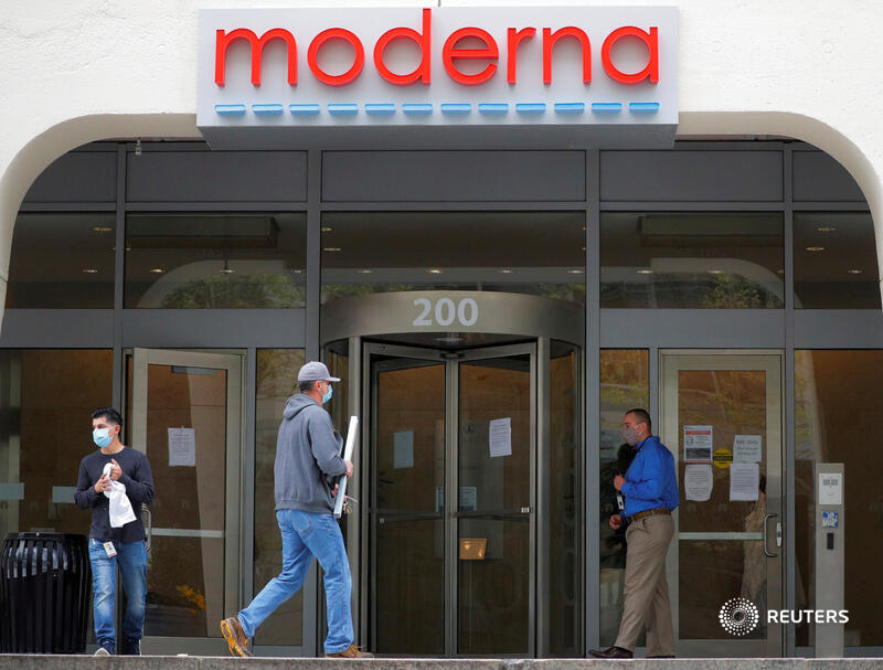 Several drugmakers, including Moderna, Pfizer and AstraZeneca, say they hope to know if their vaccines work by the end of this year. All are expected to publish their trial results and safety data and submit them to regulators for scrutiny before being granted a license 4/5 https://t.co/T9JwRvUDfx