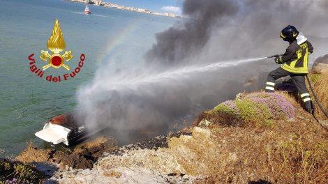 Tragedia sfiorata nel mare di Siracusa, barca va in fiamme, 2 diportisti ustionati - https://t.co/UNHYtV4PVz #blogsicilianotizie