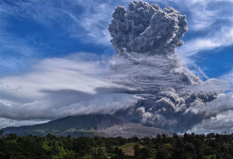 Indonesia's Sinabung volcano ejects towering column of ash. Download the app or click on https://t.co/GPnzEaMxzK to read this article from NBC. https://t.co/z2Esw00pg2