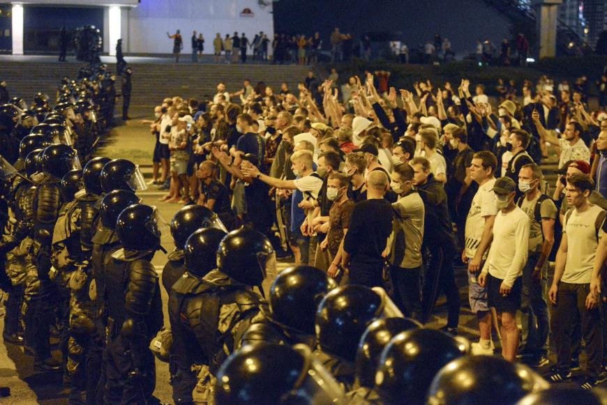 Belarus unprecedented protests, thousands of detentions, hundreds of injures, and beatings.  UN Belarus expert should investigate. New from @hrw   https://t.co/GPTrs0MLuP https://t.co/GjfifUDVaN